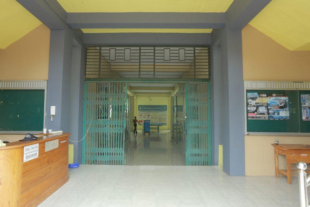Pintu Masuk dan Meja Resepsionis